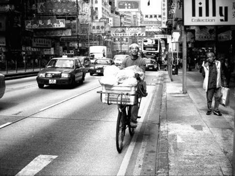 20131107064221-biker-hk.jpg