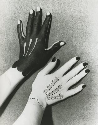 20140115104948-man-ray-hands-picasso.jpg